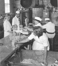 """conservenfabriek """"de Friesche boerin"""""""